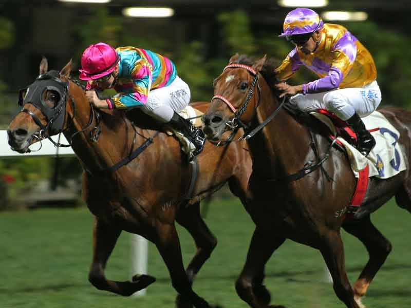 night races at the happy valley Top 10 things to do in hong kong macau at night
