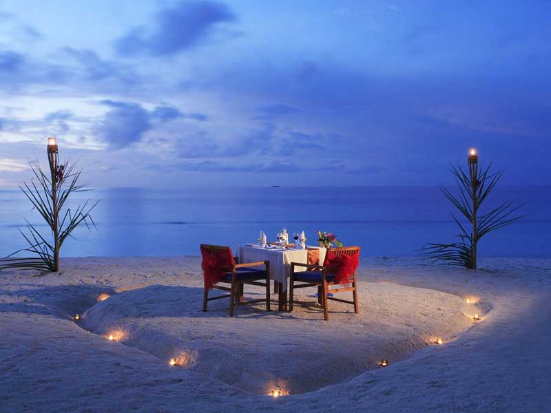 Candlelit beach dinner Things to do on a honeymoon in Sri Lanka