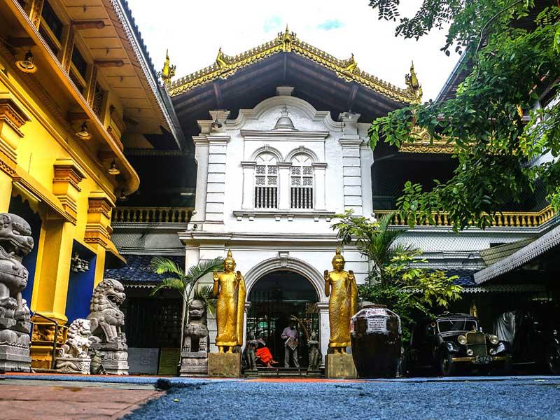 Gangaramaya Temple Things to do on a honeymoon in Sri Lanka