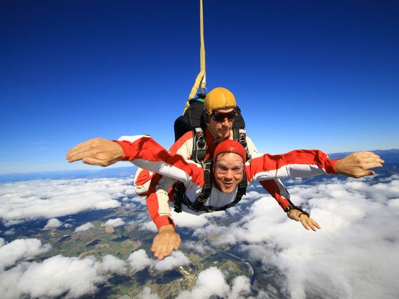 Sky Dive 12 Things to do in New Zealand Island
